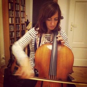 Hélène au violoncelle